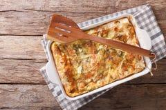 Serb Gibanica od filo ciasta z serem, jajkami i zieleni cl, obraz royalty free