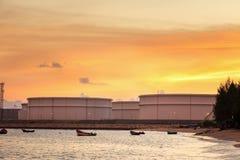Serbatoi del gas naturale, serbatoio dell'olio, GPL, centrale petrolchimica Immagini Stock Libere da Diritti