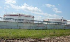Serbatoi dell'olio di Lukoil, Russia Immagine Stock