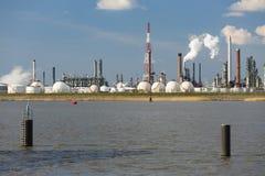 Serbatoi della raffineria e del gas del porto di Anversa Immagine Stock Libera da Diritti