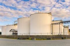 Serbatoi di combustibile al tramonto Fotografie Stock