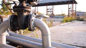 Serbatoi di combustibile su di cortile della prateria azione Vecchia azienda agricola di carro armato Concetto di industria del c Fotografia Stock