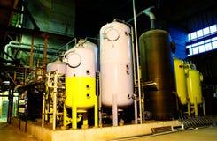 Serbatoi di trattamento delle acque sulla centrale elettrica Fotografia Stock