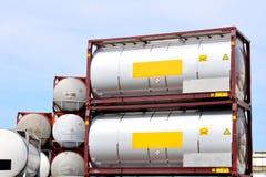 Serbatoi portatili del prodotto chimico e del petrolio Fotografie Stock Libere da Diritti