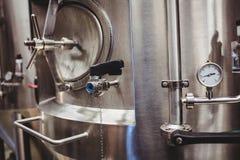 Serbatoio alla distilleria immagine stock