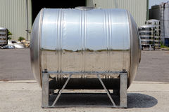 Serbatoio d'acciaio della torretta di acqua con il testo del campione fotografia stock