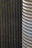 Serbatoio dell'acqua piovana e ferro ondulato Immagini Stock