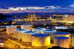 Serbatoio dell'olio al tramonto in Hong Kong fotografia stock