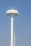 Serbatoio di acqua bianco della torre Fotografie Stock
