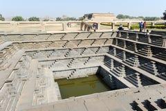 Serbatoio di acqua del tempio reale di recinzione a Hampi Fotografia Stock