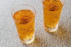 Serbeti de Safran ou de Koruk/sorvete do açafrão na superfície do cinza Imagem de Stock Royalty Free