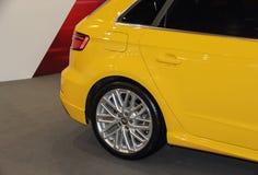 Serbia; Belgrado; 2 de abril de 2017; Detrás de Audi amarillo Q2; el 53r imágenes de archivo libres de regalías