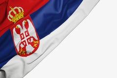 Serbia flaga tkanina z copyspace dla tw?j teksta na bia?ym tle royalty ilustracja