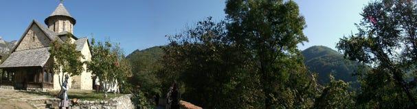 serbia O  AR-Kablar de OvÄ Gorge O monastério do aviso fotografia de stock