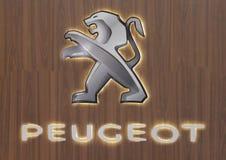 Serbien; Belgrade; April 2, 2017; Slut upp av den Peugeot logoen; 5na Royaltyfria Bilder