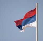 Serbische Markierungsfahne Stockfotografie