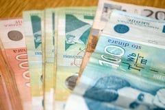 Serbischer Währungsdinar Banknoten von 500, 200 und 100 Dinaren Stockbilder