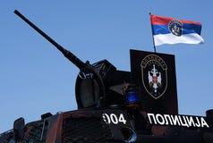 Serbisches Polizeikampffahrzeug Stockfotografie