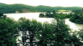 Serbisk sjö och härligt landskap lager videofilmer