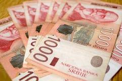 Serbiska dinarpengar, sedlar av 1.000 dinar Arkivfoton