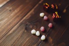 Serc kształtni sweeties z Bożenarodzeniowymi prezentami Obraz Stock