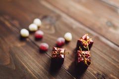 Serc kształtni sweeties z Bożenarodzeniowymi prezentami Obrazy Royalty Free