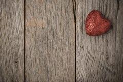 Serca na rocznika drewna tle Zdjęcie Royalty Free