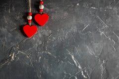 Serca na walentynki ` s dniu na betonowym tle z przestrzenią i opróżniają miejsce Obraz Stock