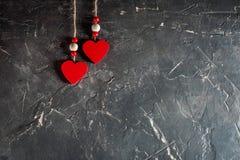 Serca na walentynki ` s dniu na betonowym tle z przestrzenią i opróżniają miejsce Fotografia Royalty Free