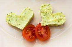 Serca puree ziemniaczane z brokułami i czereśniowymi pomidorami Obrazy Royalty Free