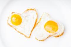 Serca smażący jajka obrazy stock
