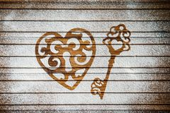 Serce i klucz mąka jako symbol miłość na drewnianym tle Walentynka dnia tło karciany retro rocznik Fotografia Royalty Free