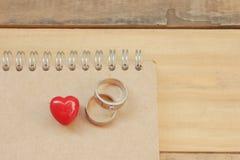 Serce i pierścionek Na notatniku Obrazy Stock