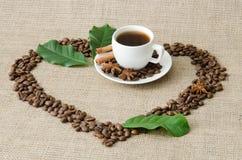 Serce kawowe fasole i fili?anka Zdjęcie Stock