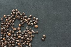 Serce kawowe fasole na bia?ym tle obraz stock