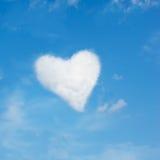 Serce kształtująca chmura zdjęcie stock