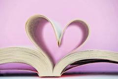 Serce kształtująca książka Fotografia Royalty Free