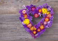 Serce kształtujący kwiatu wianek Zdjęcia Royalty Free