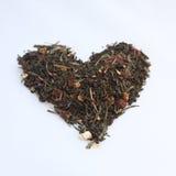 Serce kształtujący rozsypisko herbata Zdjęcia Stock