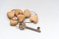 Serce kształtny drewniany kluczowy breloczek Obrazy Royalty Free