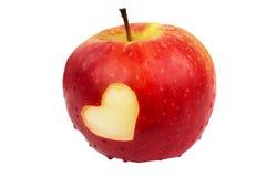 Serce na świeżym jabłku, walentynka dnia temat Zdjęcie Stock