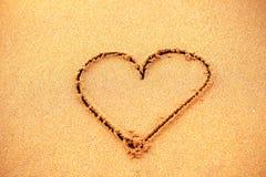 Serce na piasek plaży Fotografia Royalty Free