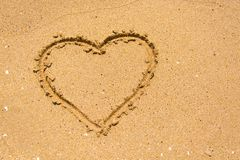 Serce na plaży w słonecznym dniu obraz royalty free