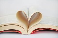 Serce od książkowych prześcieradeł Fotografia Royalty Free