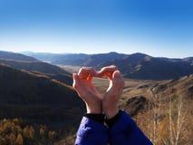 serce odizolowane kształtu white pomidorowego Halna turystyka Symbol miłość Wyrażenie uczucia enjoy zdjęcie stock