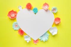 Serce rama z koloru papierowym kwiatem Zdjęcie Royalty Free