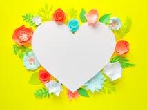 Serce rama z koloru papierowym kwiatem Obrazy Stock