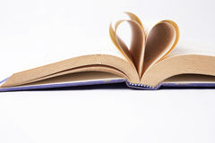 Serce robić od starej książki stron fotografia stock