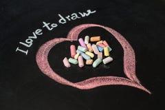 Serce rysujący na blackboard z kredą Obrazy Stock