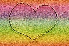 Serce rysujący w stubarwnym piasku Zdjęcia Stock